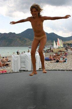 фото полностью голых девушек на пляже